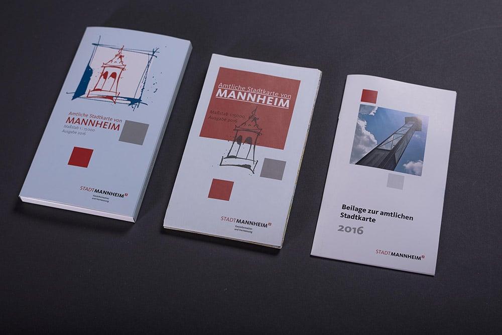 Stadtkarte mit Umverpackung nebeneinander