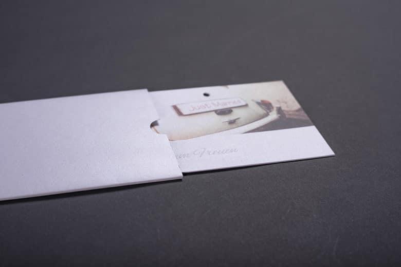 Schuber und Glückwunschkarte; Blindprägung