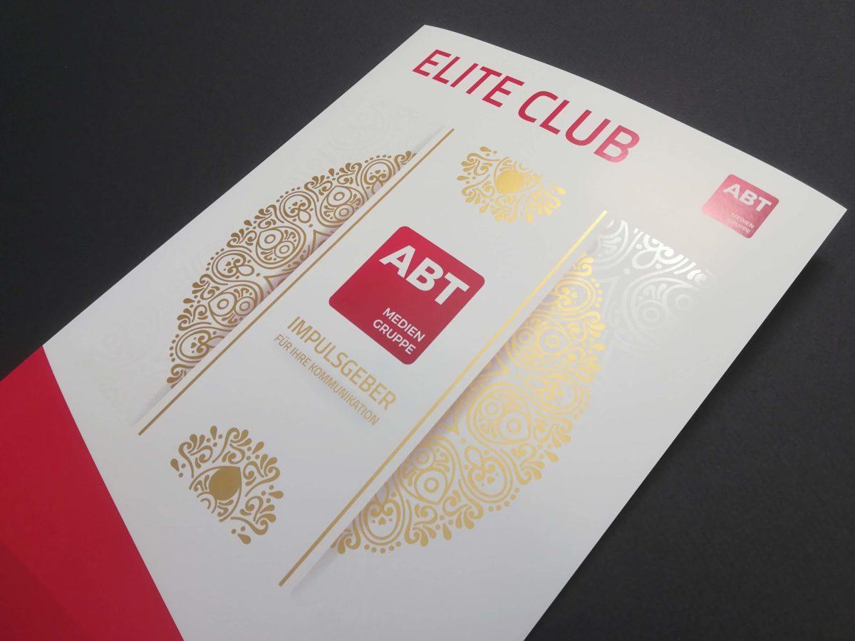 ein sehr hochwertig und mit Gold und Lack veredelter und im Digitaldruck gedruckter DIN A4 Flyer